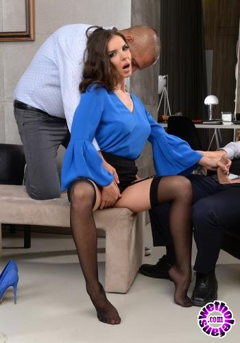 DPFanatics/21Sextury - Henessy - Threesome At The Office (FullHD/1080p/1.34 GB)